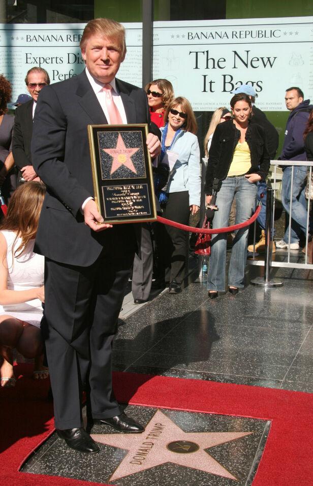 HEDRET: Donald Trump fikk sin egen stjerne for tolv år siden. Foto: NTB Scanpix