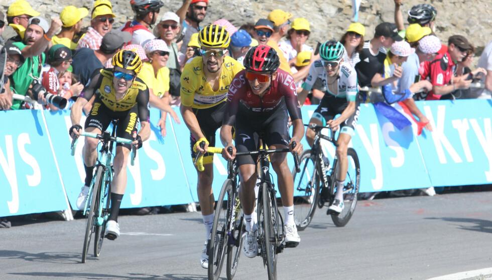 Julian Alaphillipe slet med å holde følge med Thibaut Pinot og flere andre klatrere. Foto: NTB Scanpix