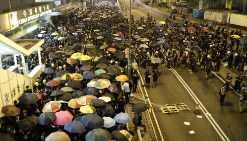 HONGKONG: Store protester søndag. Foto: Vincent Yu / NTB Scanpix.