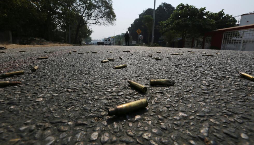 DRAP: Tomhylsene ligger strødd i veien i byen Acapulco i Mexico etter nok en drapssak fra juni i år. Landet har nå satt ny rekord i antall drap i løpet av første halvdel av 2019. Foto: Javier Verdin / Reuters /NTB Scanpix