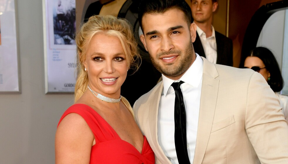 FØRSTE GANG: Mandag kveld var første gang Britney Spears og kjæresten Sam Asghari gikk ned en røde løper sammen. Foto: NTB Scanpix
