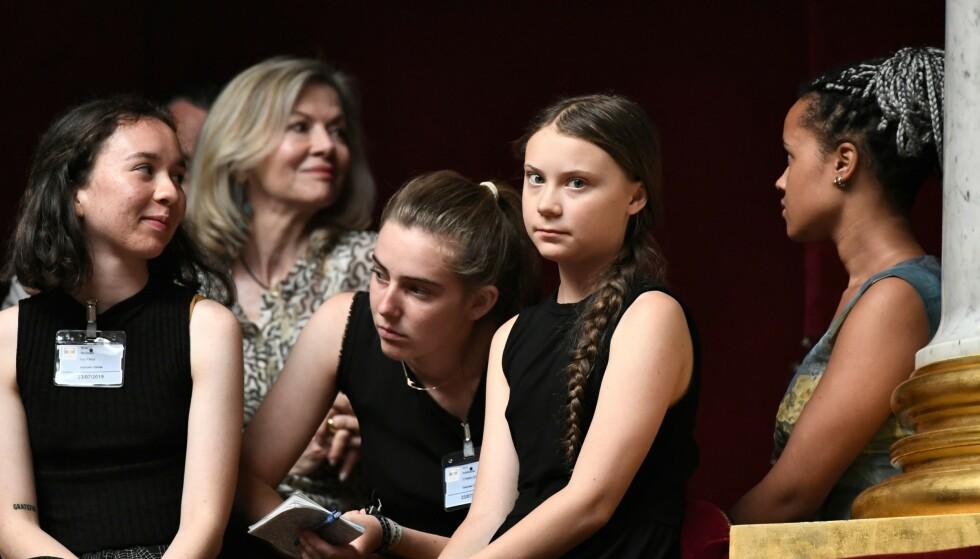 FRANSKE TILSTANDER: Svenske Greta Thunberg (nummer to fra høyre) etter talen hennes til den franske nasjonalforsamlingen tirsdag. Foto: Stephane de Sakutin / AFP / NTB Scanpix