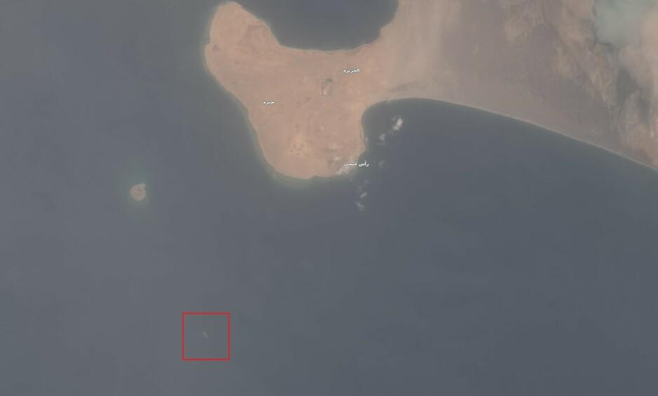 EKSPLOSIVT: Safer FSO ligger noen kilometer nord for Hodeida i Jemen, med over en million fat olje i lasten - fire ganger mer enn oljeutslippet etter Exxon Valdez-ulykken i 1989. Foto: European Space Agency