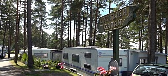 Langer ut mot rølpestempel i camping-TV