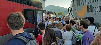 Fullt kaos: - Barn blir klemt mot bussen og gråter