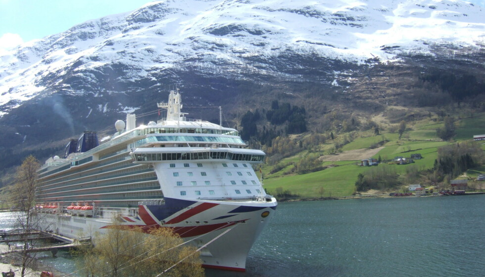 SLAGSMÅL: Om bord på cruiseskipet «Britannia» oppsto det natt til fredag et masseslagsmål. Skipet hadde vært på cruise i de norske fjordene. Her fra Olden i Norge i 2015. Foto: Rex / NTB Scanpix