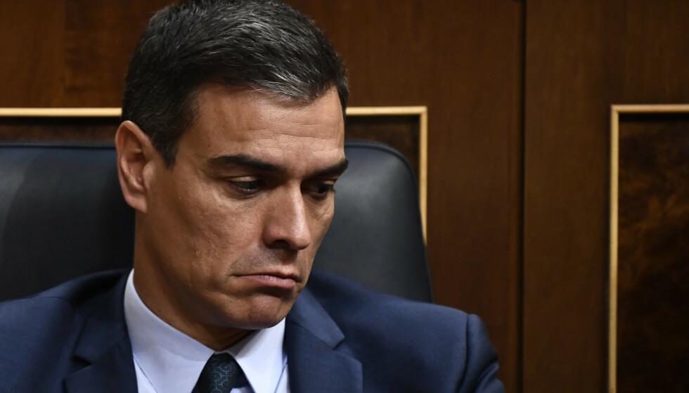 NEDERLAG: Det var ingen gode dager på jobben for Spanias statsminister, Pedro Sánchez, i forrige uke. Han oppnådde ikke å bli innsatt som statsminister igjen i Deputertkongressen. Kanskje må det utskrives nyvalg igjen i november. Foto: OSCAR DEL POZO / AFP / NTB Scanpix
