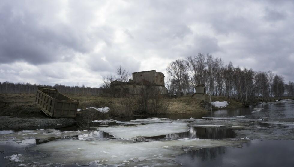 TROLIG KILDE: De høyeste nivåene av radioaktivitet ble funnet i regionen Tsjeljabinsk, sør i Uralfjellene. I nærheten ligger byen Majak, som har et av Russlands største atomanlegg. Her et bilde av Techa-elva, som har blitt kraftig forurenset av atomavfall fra anlegget. Området er nærmest totalt ødelagt som følge av radioaktivitet. Foto: AP Photo / Katherine Jacobsen / NTB Scanpix