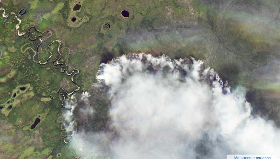 VERDEN BRENNER: Et satellitt-bilde viser omfanget av brannen i Sibir. Foto: AP / NTB Scanpix