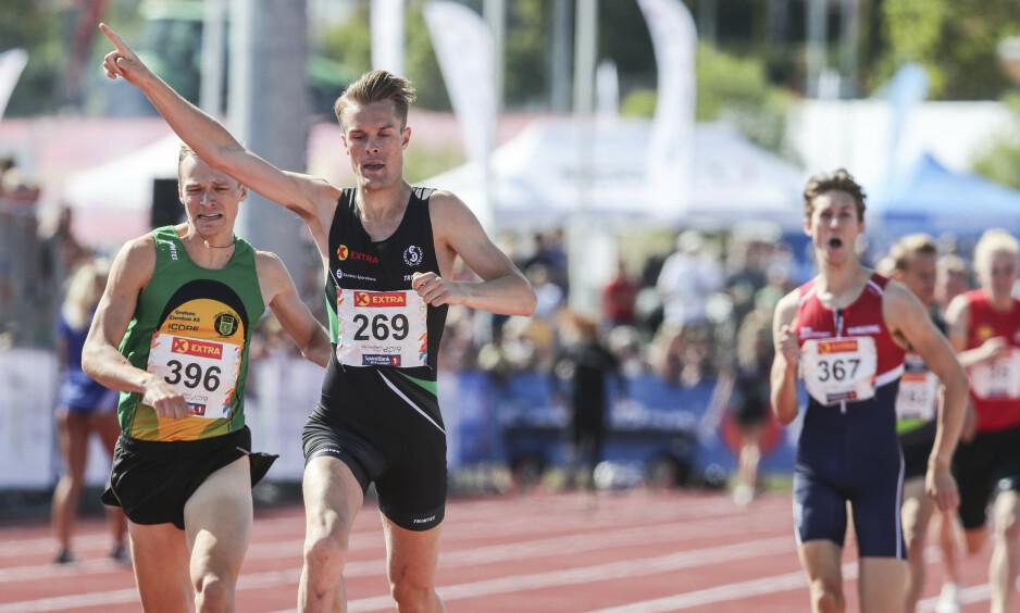 FULL KONTROLL: FIlip Ingebrigtsen hadde full kontroll på 800 meter. I grønt sølvvinner Markus Einan. Foto: Vidar Ruud / NTB scanpix