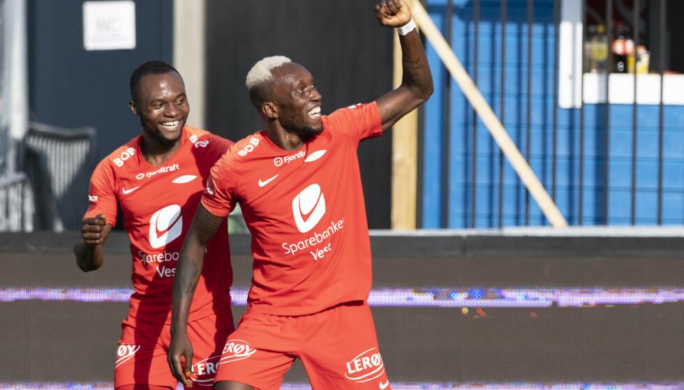 Daouda Bamba (th) sendte Brann i føringen med en flott scoring før pause. Foto: Ned Alley / NTB scanpix