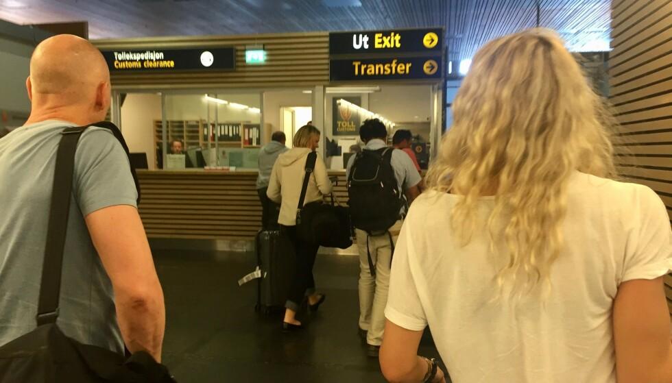 Taxfree-smell: Hver fjerde kontrollerte flypassasjer ble tatt med ulovlig kvote. Foto: Odd Roar Lange/The Travel Inspector