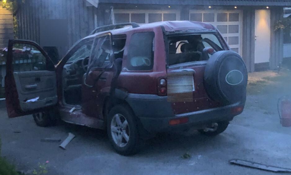 BIL EKSPLODERTE: Det var mandag kveld at en gassdrevet bil eksploderte. En gravid kvinne ble skadd og fløyet til sykehus. Foto: Tipser