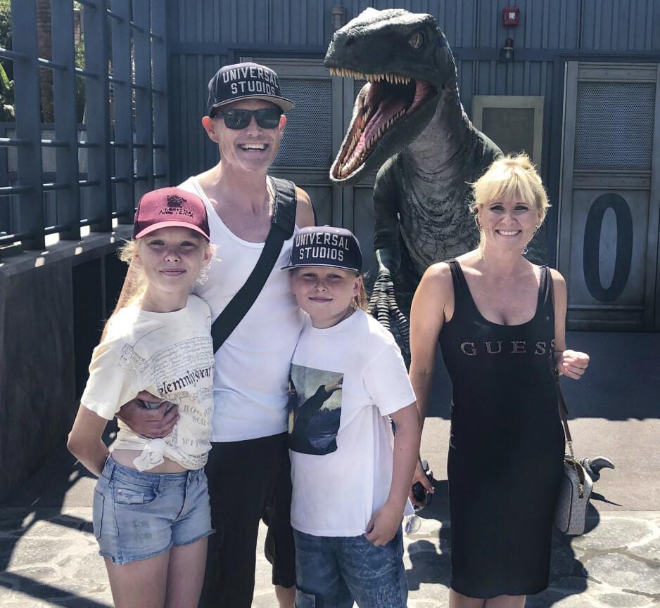 PRØVELSEN: Familien på Universal Studios i Los Angeles. –Vi gikk nesten hånd i hånd 12 timer om gangen, det tar mer krefter, sier pappa Are Kvalbein Blyverket.