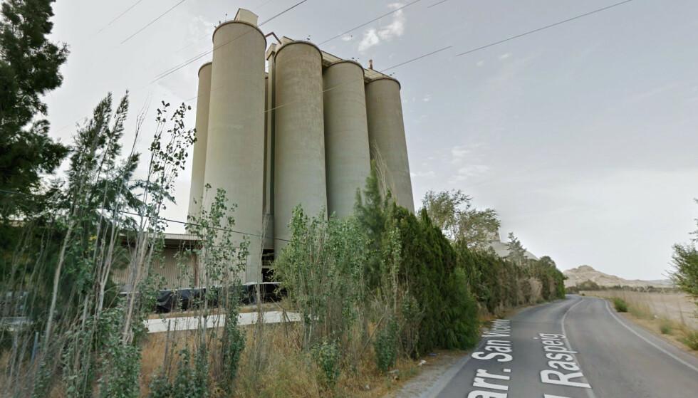 50 METER: Den 29-årige mannen hoppet fra dette sementtårnet tilhørende selskapet Cemex. Foto: Google Street View