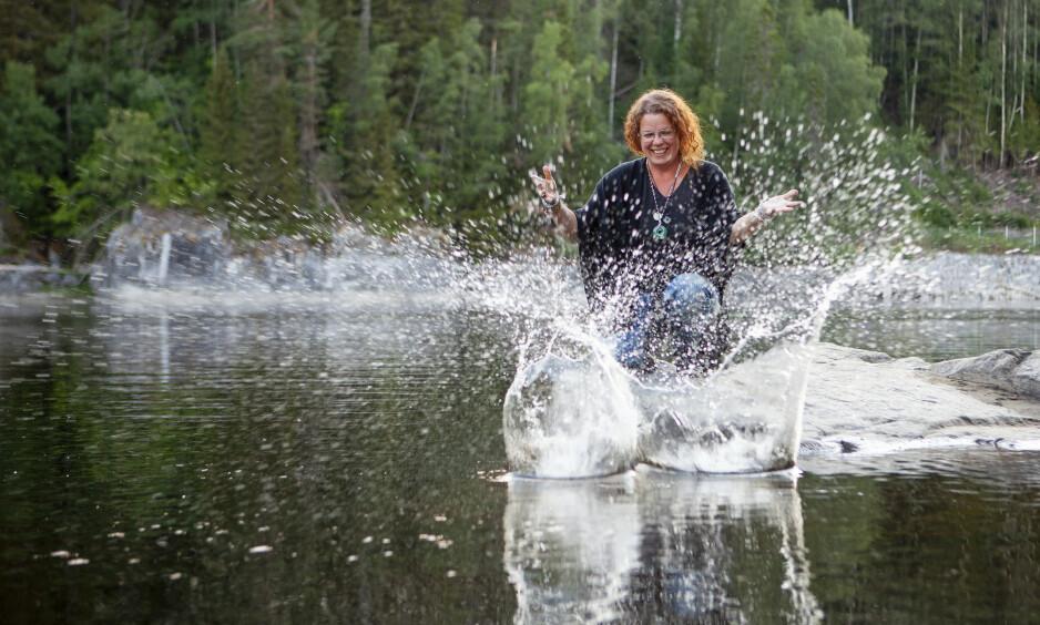 NYFORELSKET: - Jeg føler meg nyforelsket i livet, sier Agneta Arnfridsson, når hun nå forteller hvordan hun kom seg gjennom en tøff periode i livet.Foto: Anna Thors