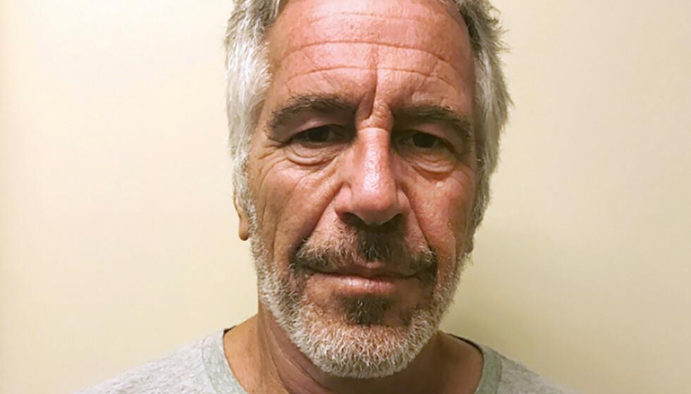 DØD: Milliardæren Jeffrey Epstein, som er siktet for menneskehandel og seksuell utnytting av mindreårige, er funnet død på sin egen celle. Foto: Politiet