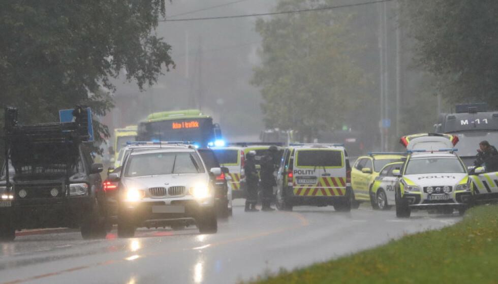 MASSIVT OPPBUD: Politiet og helsepersonell har et massivt oppbud på stedet. Foto: Christian Roth Christensen / Dagbladet