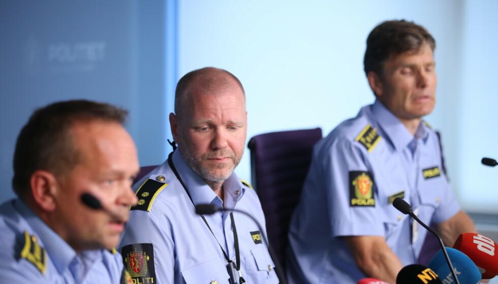 ORIENTERTE PRESSEN: Politiet orienterte søndag ettermiddag pressen om moskeskytinga. Foto: Bjørn Langsem / Dagbladet