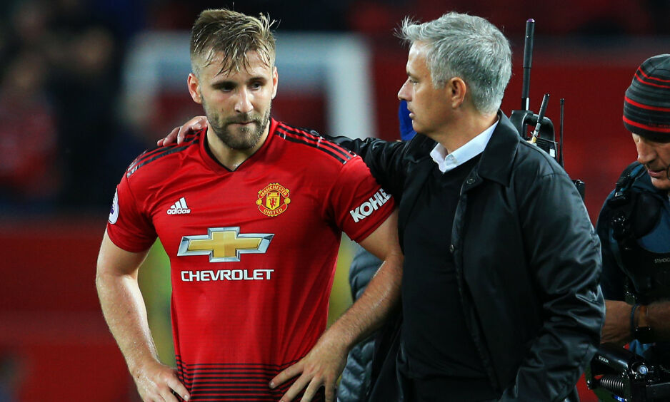 IKKE BESTEVENNER: Luke Shaw fikk ofte gjennomgå av José Mourinho da han var manager. Nå er portugiseren TV-ekspert og deler meningene sine gjennom TV-ruta. Foto: NTB Scanpix