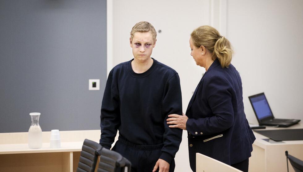 VARETEKTSFENGLSES: Philip Manshaus ankommer sammen med sin forsvarer Unni Fries til fengslingsmøte i Oslo tingrett. Foto: Henning Lillegård