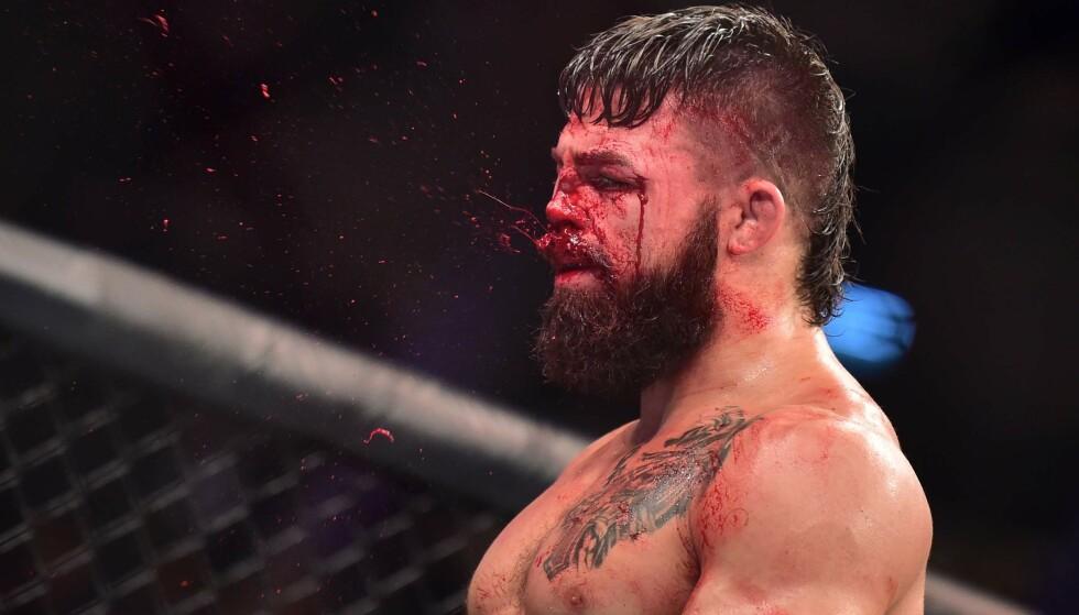 VANSIRET: Det gikk voldsomt for seg da Mike Perry møtte Vicente Luque i MMA-oktagonen i Uruguay på lørdag. Foto: Jason Silva/USA TODAY Sports/Sipa USA/NTB scanpix