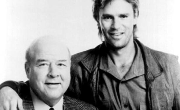 KOLLEGER: Her er Richard Dean Anderson og kollega Dana Elcar, som hadde rollen som Pete Thornton. Sistnevnte døde i 2005. Foto: NTB Scanpix