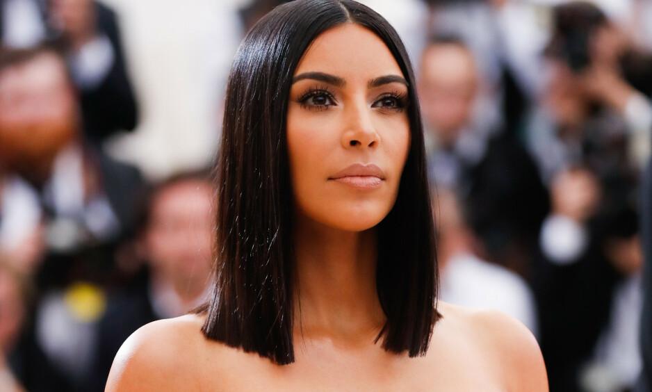 SMINKETIPS: Etter at realitystjerna Kim Kardashian West delte en video som viste hvordan man kunne sminke vekk solbrenthet, fikk det flere til å sperre opp øynene. Nå fråråder den norske hudlegen Mila Lilleeng å følge stjernas sminketips. Foto: NTB Scanpix