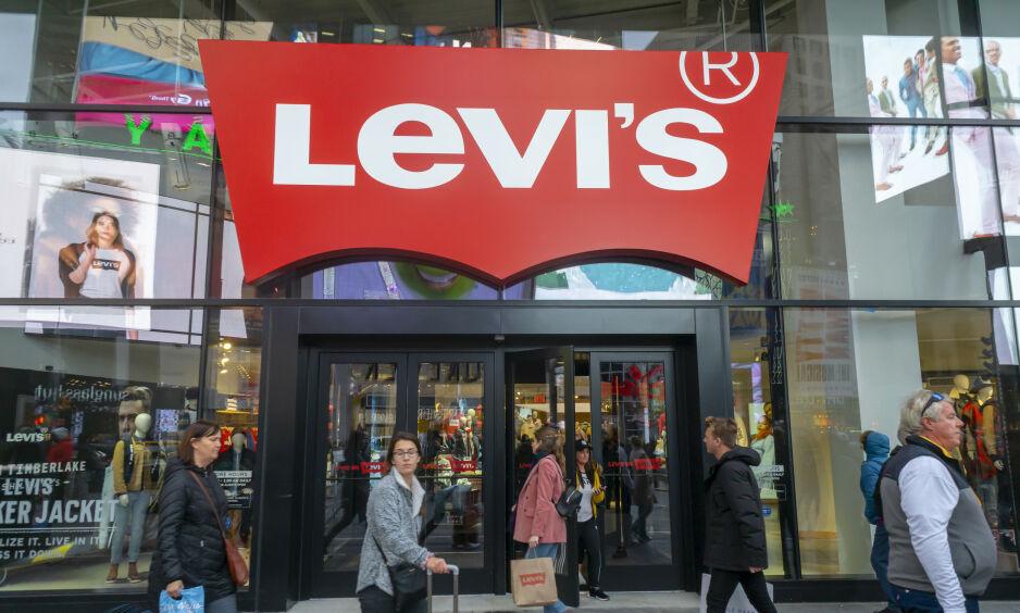 «VOLDTEKTSKULTUR»: Det amerikanske selskapet Levi Strauss & Co. er blant dem som får gjennomgå i internasjonale medier etter at en ny rapport har presentert sjokkerende funn om arbeidsforholdene. Foto: NTB Scanpix