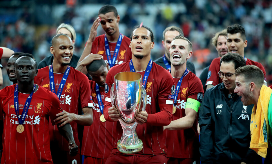 ÉN AV FLERE?: Liverpool tok sesongens første trofé på onsdag. Forsvarsspillet til scouserne bekymrer derimot Liverpool-helten Graeme Souness. Foto: Peter Byrne / PA Photos / NTB Scanpix