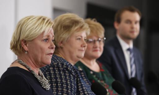 IRRITERT: Stemningen internt i regjeringen har gått fra oppgitt til gjensidig irritert de siste dagene. Partilederne Siv Jensen (Frp), Erna Solberg (H), Trine Skei Grande (V) og Kjell Ingolf Ropstad (KrF) klarer rett og slett ikke å bli enige om en løsning på bompengekrangelen. Foto: Terje Bendiksby / NTB scanpix