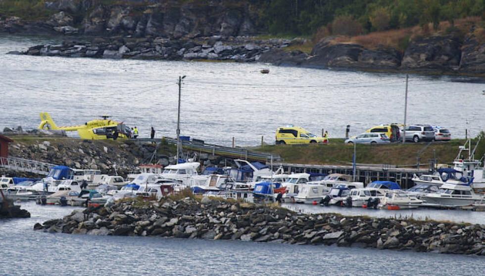 HARDT SKADD: To ti år gamle gutter var om bord i småbåten da den traff et skjær i Herjangsfjorden fredag ettermiddag. Den ene gutten betegnes som hardt skadd. Foto: Jens Roald Knutsen / NTB Scanpix