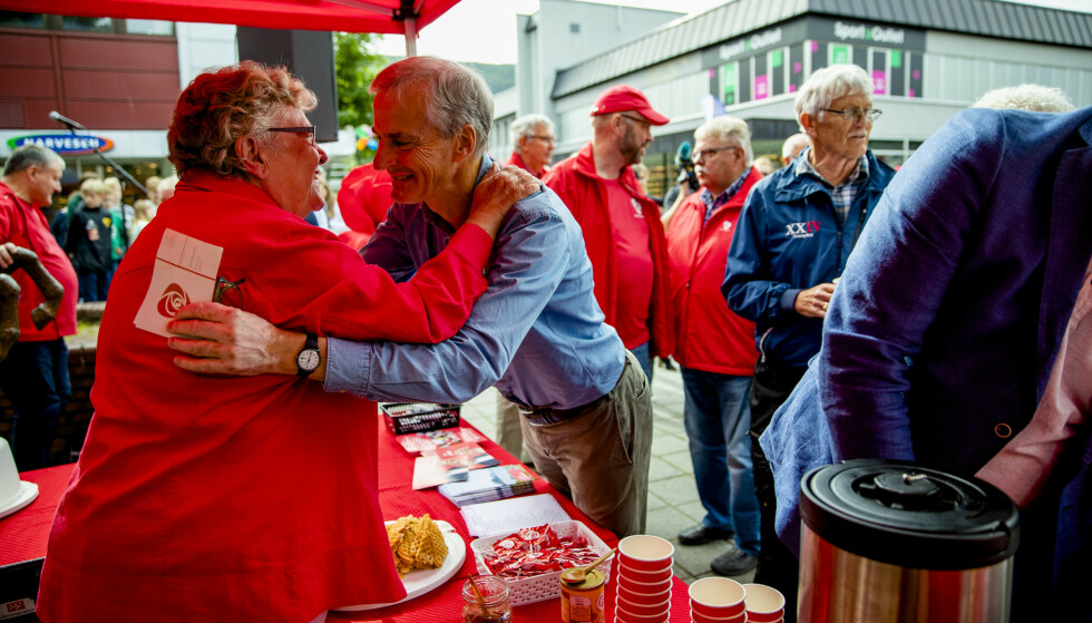 OMFAVNELSEN: AP-leder Jonas Gahr Støre under besøket iSS Mo i Rana i Nordland i forbindelse med kommunestyre- og fylkestingsvalget 2019. Foto: Stian Lysberg Solum / NTB scanpix