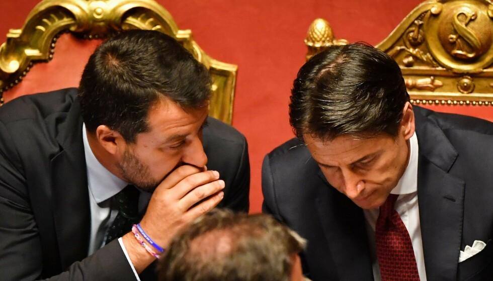DENGET LØS: Statsminister Guiseppe Conte fyrte løs mot visestatsminister og Lega-leder Matteo Salvini i Senatet i dag. Samtidig annonserte Conte at han trekker seg som følge av Salvinis oppførsel, noe som fører Italia ut i nytt politisk kaos. Foto: Andreas SOLARO / AFP / NTB Scanpix