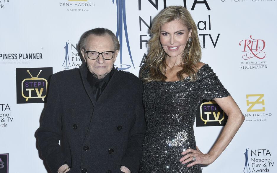 SKILLES: Programlederlegenden Larry King (85) har vært gift åtte ganger. Nå vil han skilles fra kona gjennom 22 år. Foto: NTB Scanpix