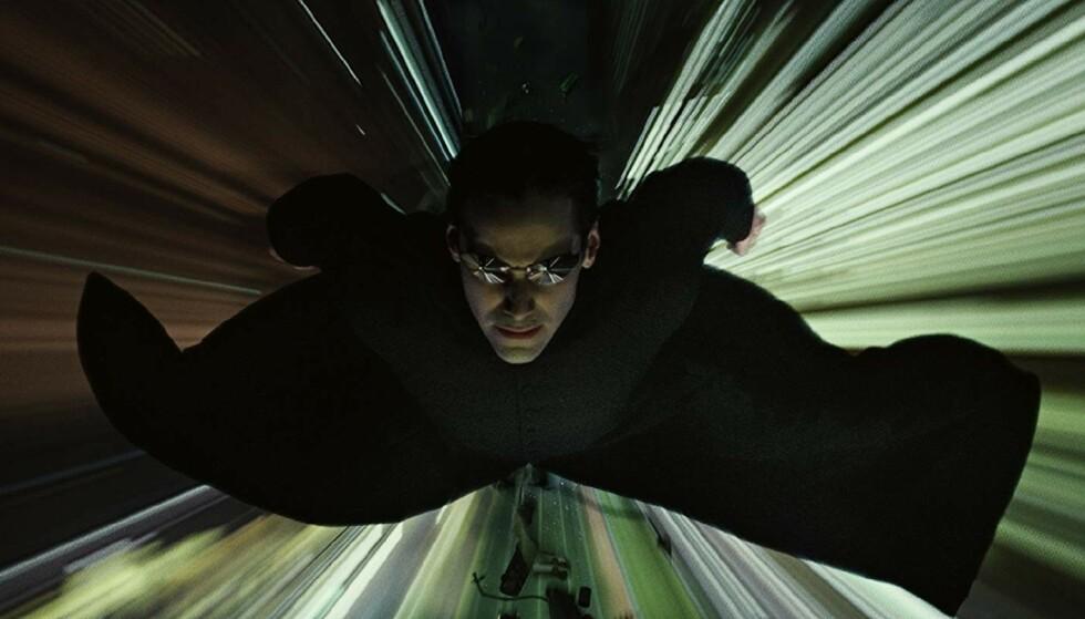 «THE ONE»: I «The Matrix»-filmene spiller Keanu Reeves rollen som Neo, en datahacker som finner ut at at hele livet hans har utspilt seg i en simulert datavirkelighet. Foto: Warner Bros / IMDb