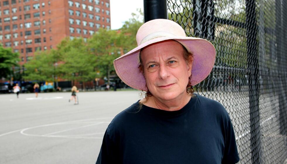 HEDRER GAMLEKOMPISEN: Gitaristen Gary Lucas medvirket sentralt på Jeff Buckleys «Grace». Nå feirer han albumets 25-årsjubileum med nyinnspillinger av uutgitte samarbeidslåter. Foto: Emil L. Mohr