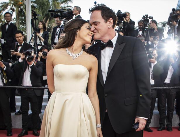 VORDENDE FORELDRE: Quentin Tarantino og modellkona Daniella Pick kunne onsdag meddele den gledelige nyheten om at de venter sitt første barn sammen. Her er de avbildet tidligere i år. Foto: NTB Scanpix