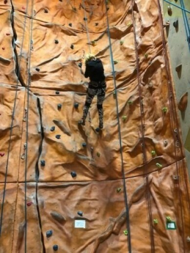 Da Reidun var 87 år, nådde hun toppen av klatreveggen