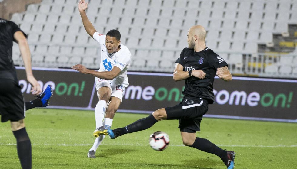 1-0-SCORINGEN: Moldes Mathis Bolly setter inn 1-0 like før hvilen. Like etterpå utliknet Partizan. Foto: Terje Pedersen / NTB Scanpix