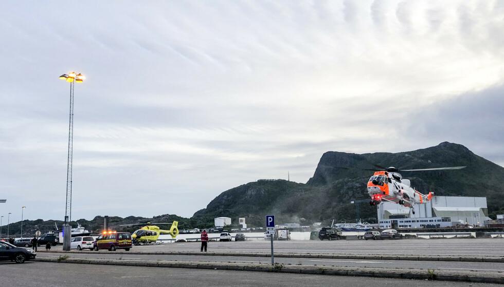 SVOLVÆR: Mannskaper fra nødetatene der tre personer ble reddet opp etter at en bil kjørte i vannet ved et fergeleie i Svolvær i Nordland. Foto: Trine Sivertsen/Våganavisa / NTB scanpix