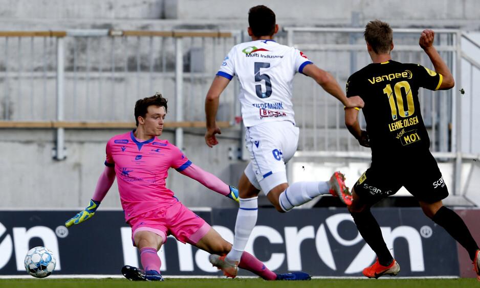 MÅL: Lillestrøms Thomas Lehne Olsen (t.h) scorer 1–0 målet i eliteseriekampen i fotball mellom FK Haugesund og Lillestrøm på Haugesund stadion. Foto: Jan Kåre Ness / NTB scanpix