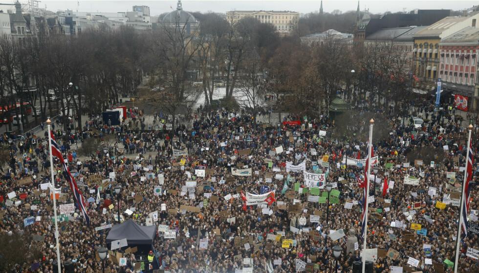 Fredag 22. mars var flere tusen skolebarn og ungdom i klimademonstrasjon utenfor Stortinget og andre steder i landet. Fredag er ny runde med klimastreik. Foto: Tom Hansen, NTB scanpix