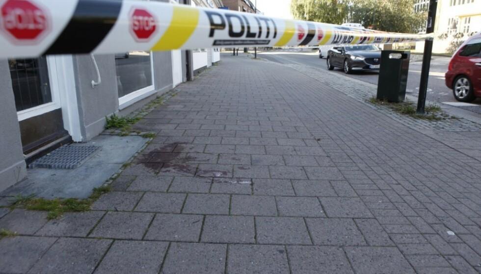 HOPPET UT AV VINDU: To av de tre skadde skal ha hoppet ut av vinduet i tredje etasje for å unnslippe gjerningsmennene, bekrefter politiet til Dagbladet. Foto: Peder Gjersøe
