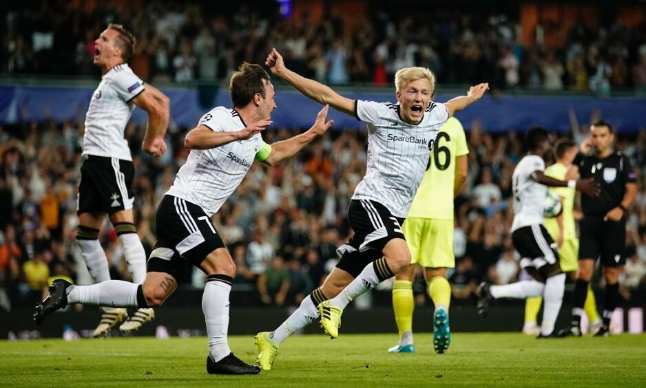 MER AV DETTE: Rosenborg-spillerne er overbeviste om at de kan hevde seg i Europa League i høst. Stemningen på Lerkendal etter David Akintolas 1-0-scoring var elektrisk. Det vil RBK-gutta ha mer av. Foto: NTB Scanpix.
