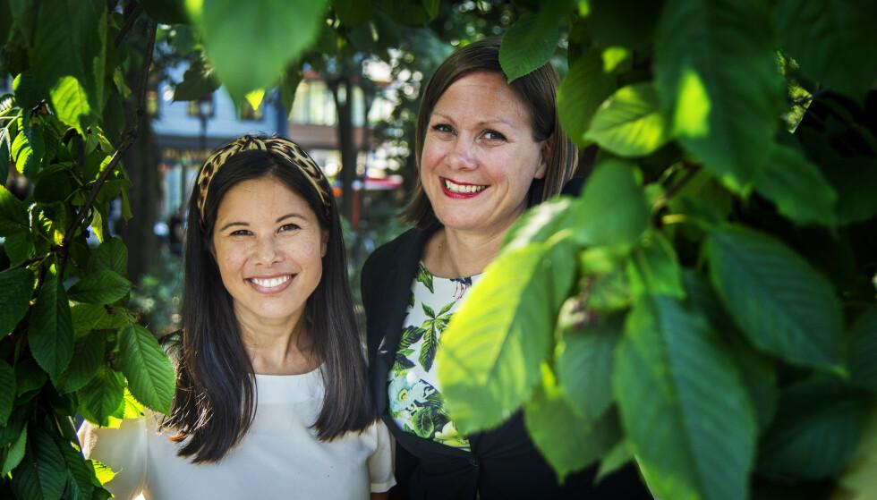 TRIVES MED TRÆR: Lan Marie Berg og Hanna Marcussen fra Miljøpartiet de grønne mener trær gjør byen triveligere. Nå vil de ha 100 000 flere. Foto: Hans Arne Vedlog