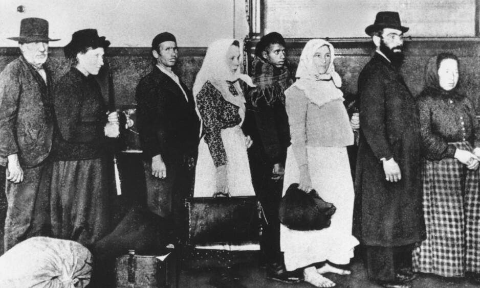 INNVANDRING TIL USA: Bildet er fra Ellis Island i New York der de fleste innvandrerne ble mottatt. I perioden 1830 til 1920 utvandret så mange som 800.000 fra Norge, de fleste til Nord-Amerika. Foto: AP/NTB Scanpix
