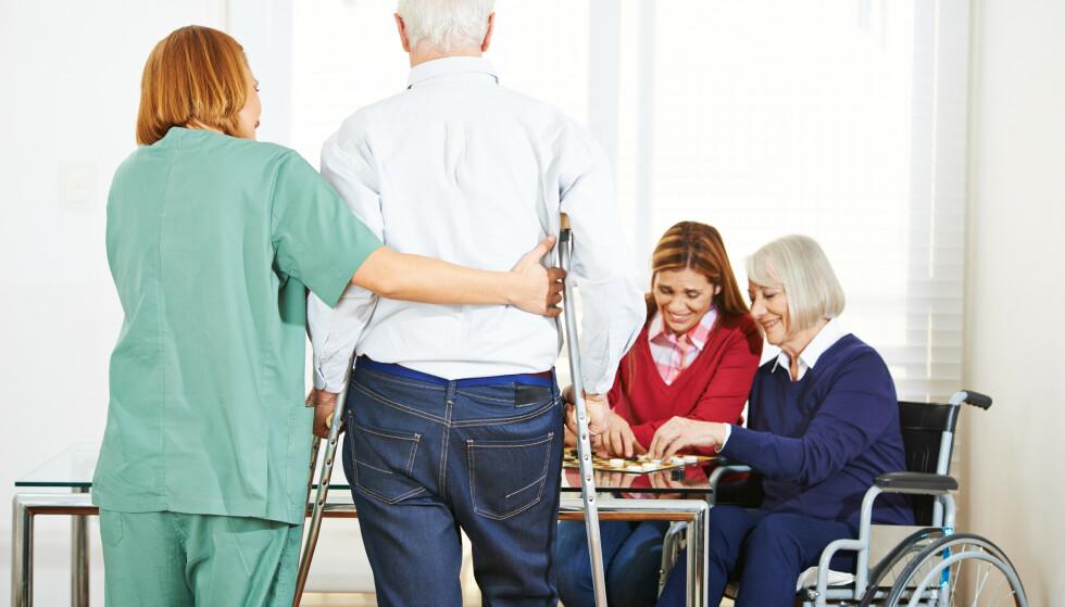 BØR TENKE PÅ: Om livet avsluttes på sykehjem, kan det være nyttig å tenke på hva som skal skje med dine finansielle verdier, og skrive ned dette på forhånd i en framtidsfullmakt. Foto: NTB Scanpix