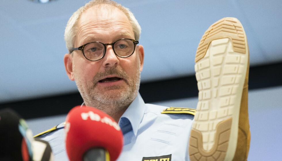 SKOAVTRYKK: Skoavtrykket fra en Sprox-sko i størrelse 45 ble funnet innendørs i Anne-Elisbaeth Hagens (69) bolig. Politiet har etterlyst alle kjøperne av to spesifikke Sprox-typer. Foto: Terje Pedersen / NTB Scanpix