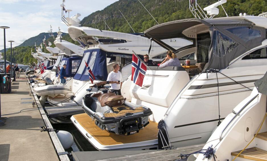 HØYT I KURS: Mange ønsker seg stor båt i segmentet 40-50 fot. Det er som regel en stor investering, så et grundig forarbeid er viktig før en slik investering. Her får du tipsene som hjelper deg på vei. Foto: Trond J. Hansen / Båtmagasinet